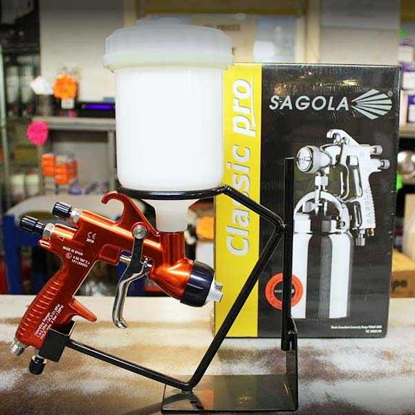 Spraying equipment, spray guns and accessories
